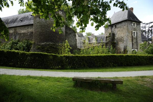 Chateau de plessis Macé 02.JPG